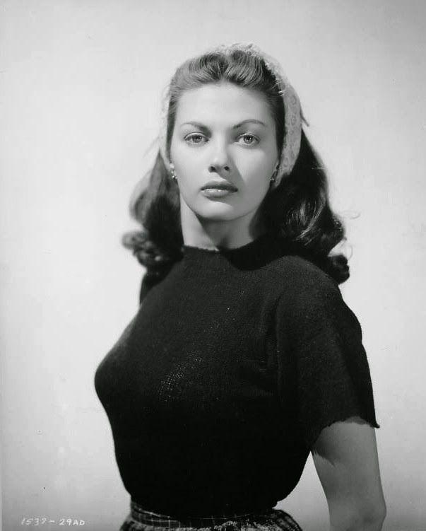 Yvonne de Carlo, conocida por interpretar a Séfora en la película Los diez mandamientos (1956)