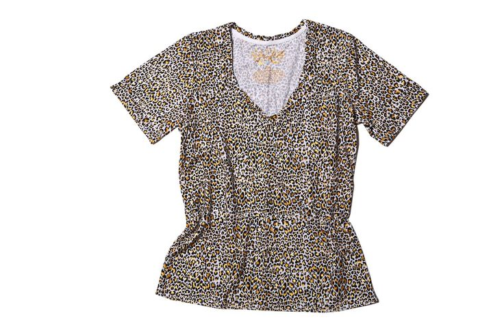 "GILDED LEOPARD. ""As far as I am concerned, leopard is a neutral"" – Jenna Lyons  V Neck Relaxed Fit  Signature Sleeve  Leopard Print with Gold Foil Accent  Blanc Vintage Wash Cotton (130GSM)  Ruby & Lilli Signature Twisted Neckline #RubyAndLilli"