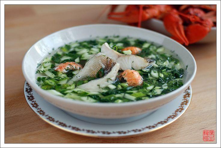 Незаслуженно забытый холодный суп из старого времени в моей лёгкой интерпретации.....1 кг рыбы (судак, голец, форель), 1 л белого кваса, 5-6 больших раков, 2-3 средних свежих огурца, 1 небольшая луковица, 1 корень петрушки, 2-3 лавровых листа, 1 ...