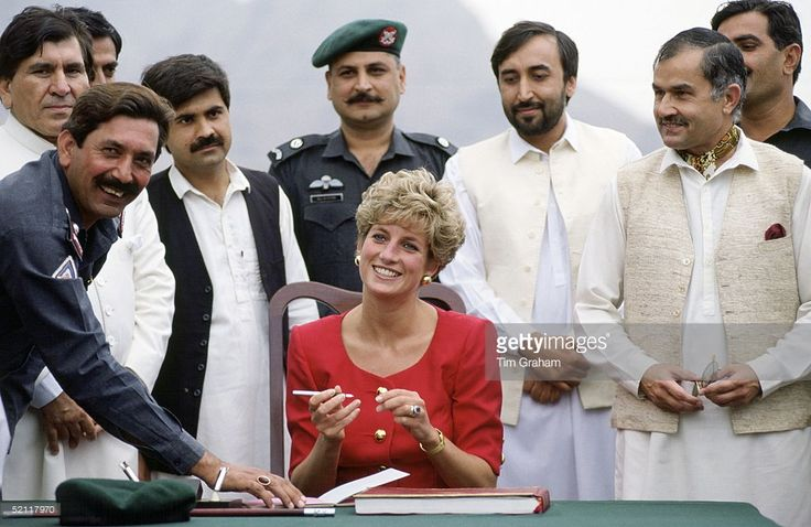 September 26, 1991: Princess Diana And The Khyber Rifles At The Khyber Pass, Pakistan.