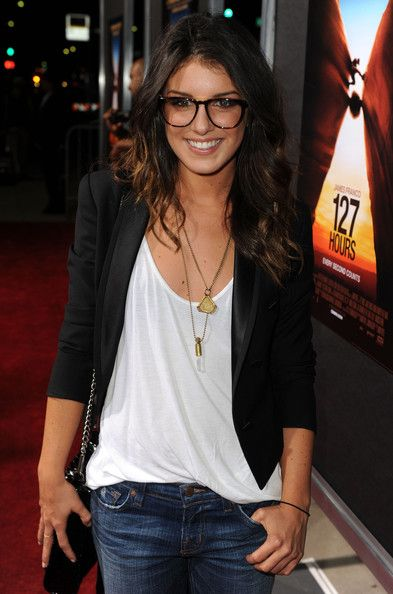 Layered gold necklaces with a white tee, blazer and jeans = perfection!