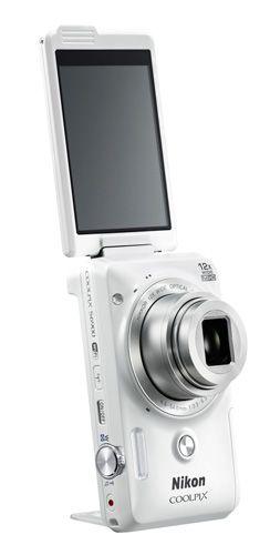 Comment faire un selfie avec un appareil photo et partager immédiatement sur les réseaux sociaux ? Nikon a la réponse avec le Nikon Coolpix S6900 et ses fonctions selfies spécialisées ! #nikon #coolpix #selfie