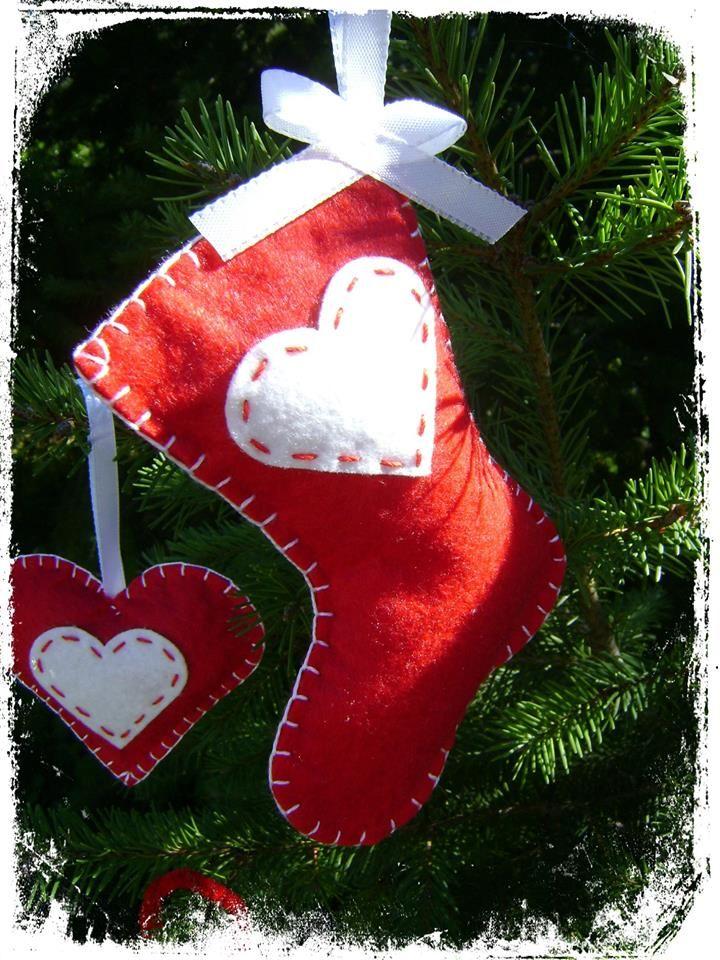 red boots with white heart/piros csizma fehér szívvel
