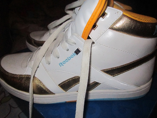 estilo sneakers, muito lindo. usado uma vez, original, importado. numeração americana 81/2, equivale ao número 37 no Brasil.  R$ 200 (negocio)   dope Come check these out!  http://trkur.com/trk?o=6849=63025