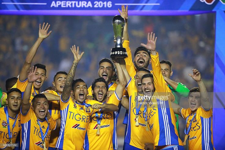 Players of Tigres raise the champions trophy after the Final second leg match between Tigres UANL and America as part of the Torneo Apertura 2016 Liga MX at Universitario Stadium on December 25, 2016 in Monterrey, Mexico.
