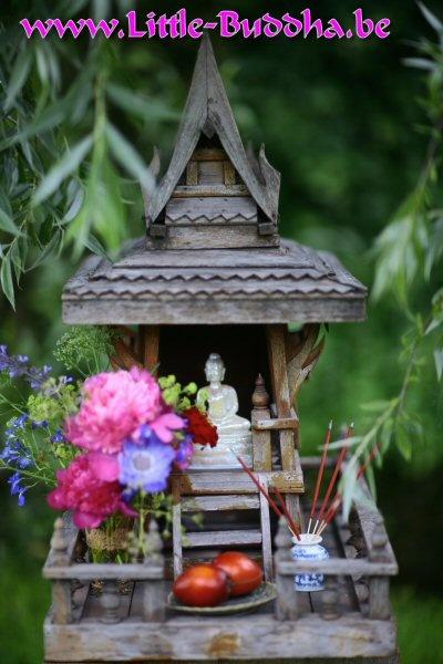 Thais Boeddha tempeltje huisaltaar I