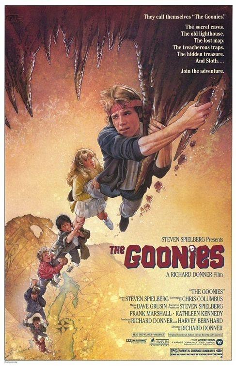 Os Goonies, Um filme de  Steven Spielberg e dirigido por Richard Donner. Os Goonies encontram um misterioso mapa do tesouro e começam a seguir as pistas, entrando num fabuloso mundo subterrâneo de passagens secretas, perigosas armadilhas e um antigo galeão pirata que esconde moedas de ouro.