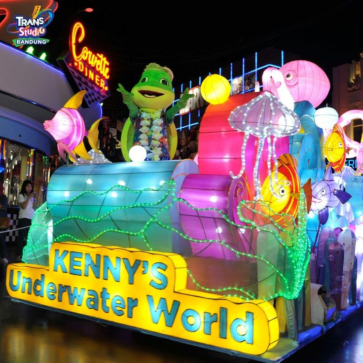 Happy weekend everyone,enjoy your holiday   #weekend  #holiday  #kenny  #paradelantern  #transstudiobandung