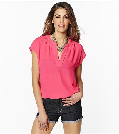 This pink blouse is a summer must! Perfect from desk to drinks to date night!