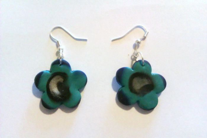 A fun pair of hippy-ish flower earrings.  www.facebook.com/thequirkycrafthouse