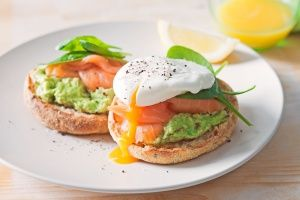 Spicy avocado & salmon toasted muffin
