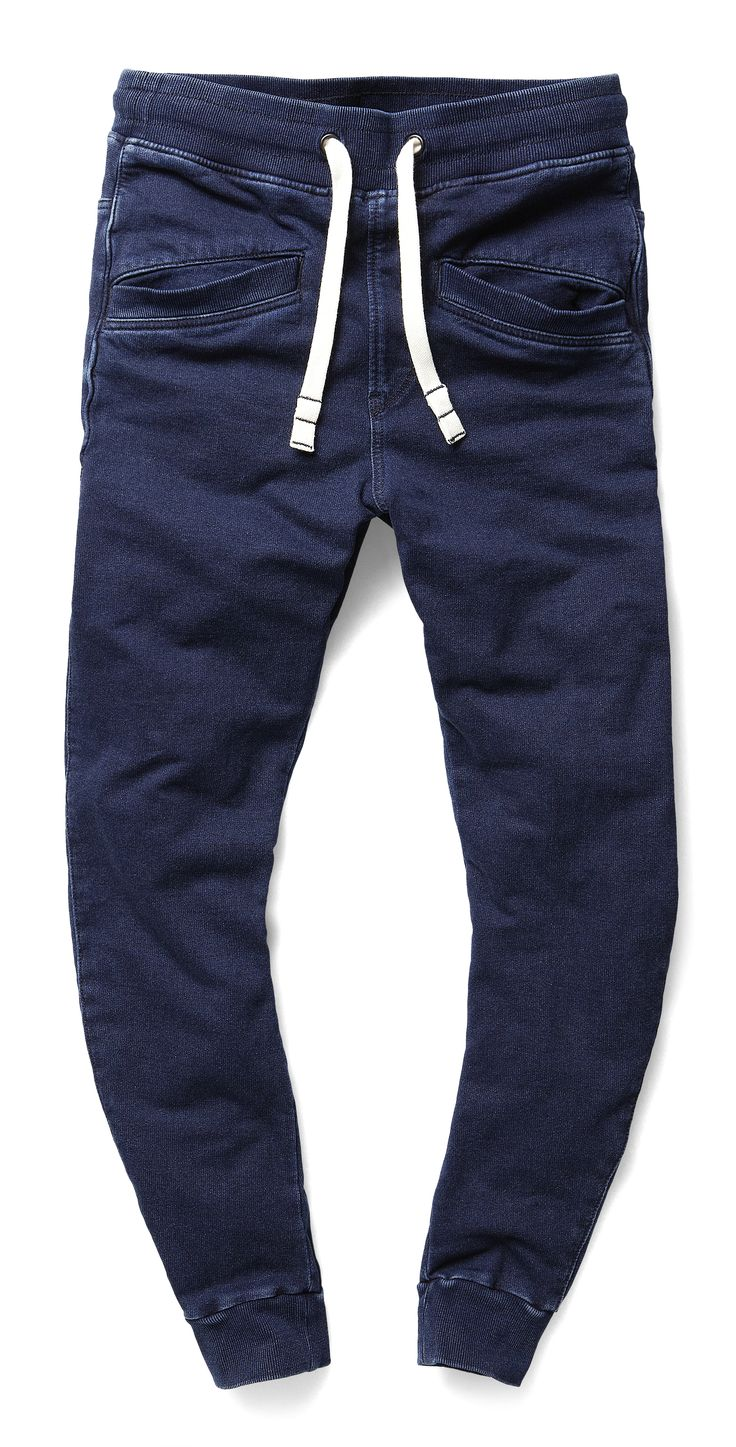 Seasonal sweatpant version of the maritime-inspired Davin pant. It features the same welted thigh pockets and boxy back pockets as the original. Waist and hems are elasticated.