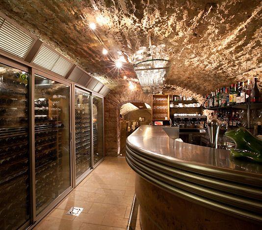 Caveau des Arches, Beaune - restaurant in a wine cave, Chef Marc Gantier