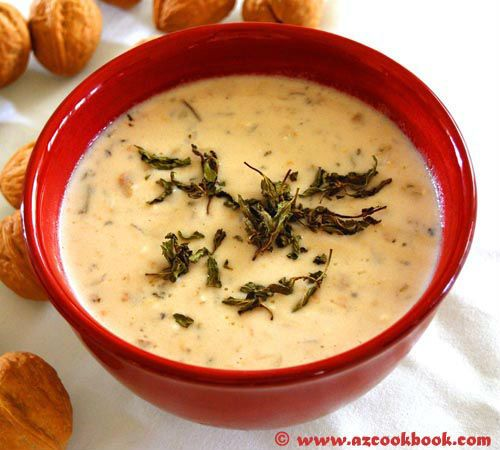 Αρμένικη σούπα με γιαούρτι, ρύζι και κοτόζουμο