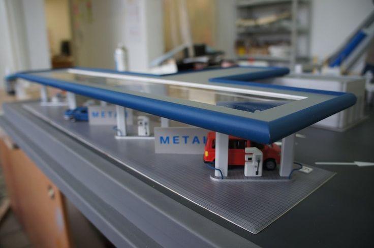 """Фрагмент макета """"Газовой заправочной станции"""".На фото: заправке есть торговый корпус и навес. Корпус изготовлен из ПВХ 2 мм и трубки из орг.стекла (закруглённые углы). Навес из ПВХ 1 и 2 мм, орг.стекла и трубки.   #gasstation #моделирование, #моделизм #макетздания #макетдома #макетирование #architecture #modeling #Modelism #building layout #house layout #breadboarding #scalemodels #workshop #diorama #макетнаямастерская #макетздания #industrial model #interactive layout…"""