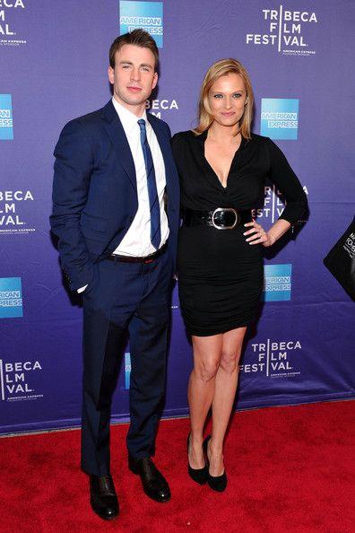 Chris Evans Photos Photos - (L-R) Actors Chris Evans and Vinessa Shaw attend the…