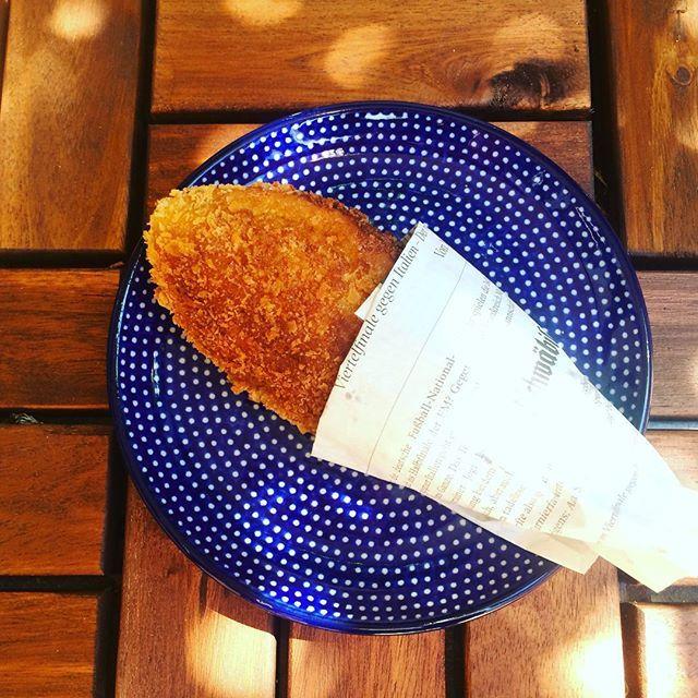 突然、食べたくなるカレーパン。  Suddenly, I really want to eat a fried bread which is stuffed…