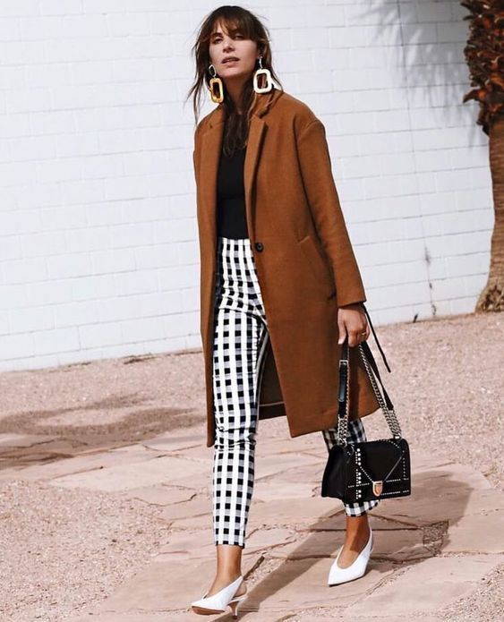 Love this look with the black and white gingham pants and 90's-inspired whit…