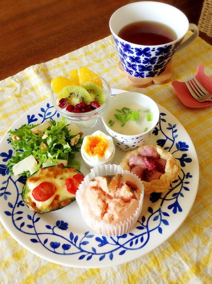 アボカドとトマトのチーズ焼き http://www.iris-kurashi.com/kitchen/morning/28.asp