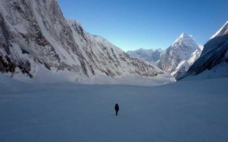 'Everest: un reto sobrehumano' es una película con imágenes únicas con la que se puede vivir en primera persona uno de los mayores desafíos que quedan pendientes en el himalayismo: tratar de ascender al Everest sin oxígeno y en invierno.