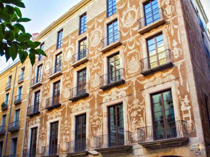 #arquitectura de #Barcelona Fachada del Hotel Arai...el mismo edificio donde se encuentra el #Palosanto y el #KokkaBarcelona