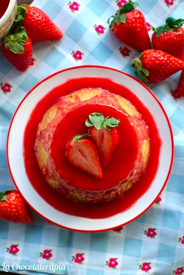 White Chocolate Flan with Strawberries Coulis // Flan de Chocolate Blanco y Coulis de Fresas. (#SanValentin)