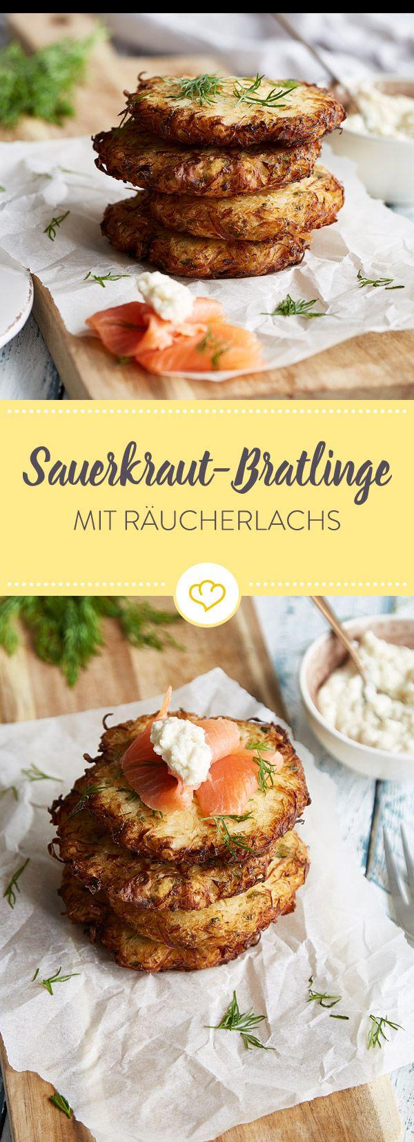 Sauerkraut ist Oldschool? Nicht, wenn du es als Bratling knusprig röstest und mit frischem Räucherlachs und cremigem Sahnemeerettich servierst.