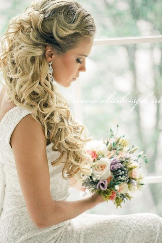 Stunning half up wedding hairstyle. Curl hair with Style Sexy Hair 450 Headset for lasting curls! #SexyHair #Updo #WeddingHair