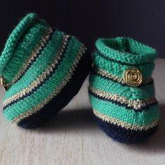 Chaussons bébé, tricot rayé, vert, bleu marine et doré