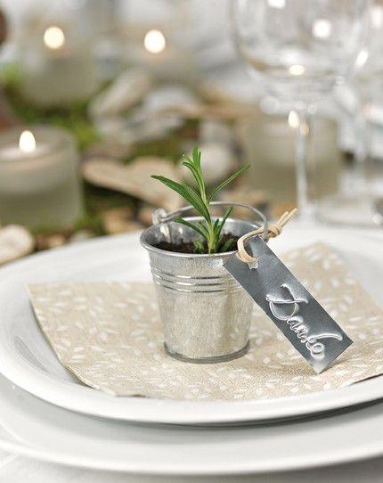 Kräuter in Eimerchen als Gastgeschenk – herb pot wedding favor - www.weddingstyle.de