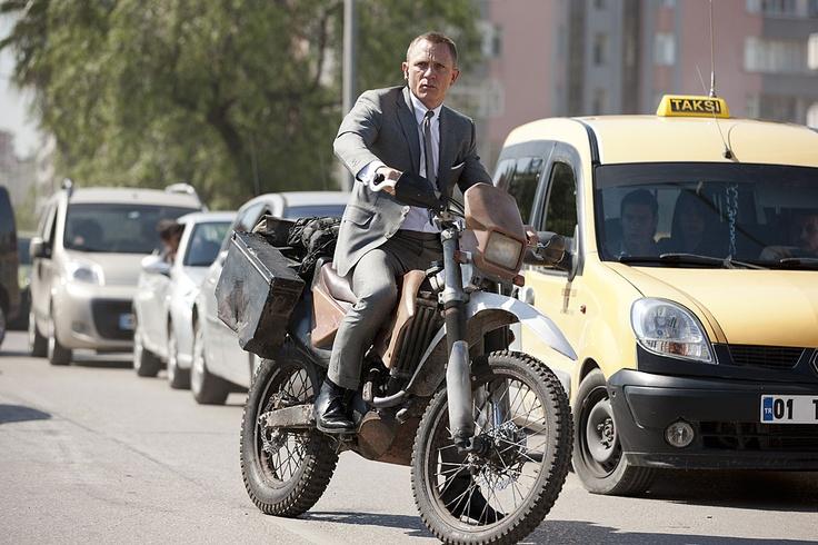 James Bond serisinin çekimlerinin bir kısmı İstanbul, Adana ve Fetiheye'de gerçekleştirilen yeni filmi Skyfall 2 Kasım'da vizyonda olacak.  Skyfall'da 3. kez James Bond'u canlandıracak olan Daniel Craig'in vücudunun bir önceki James Bond filmi Quantum of Solace'ın çekimleri sırasında 5 milyon sterlin karşılığında sigortalandığını biliyor muydunuz?