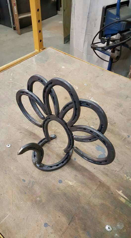 709 best horseshoe crafts images on pinterest horseshoe for Horseshoe arts and crafts