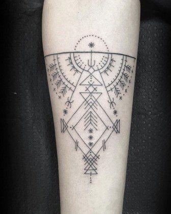 Tatuador Oferece Tatuagem A Quem Tiver Coragem De Enfiar O Braço Num Buraco!!