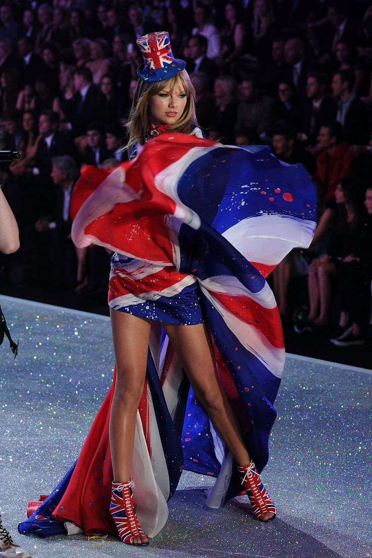 Taylor Swift Victoria's secret fashion show 2013.