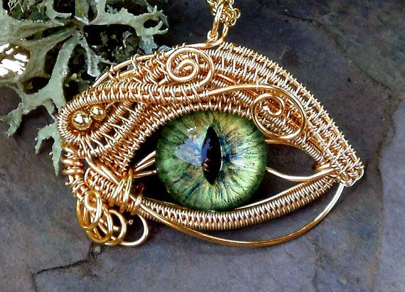 This is COOL!...Wire wrapped glass craft eye, creating a dragon pendant... http://3.bp.blogspot.com/-Q7Ba3Lms2PI/TpjKlGGEFxI/AAAAAAAAPiE/3hBFIj5sDj8/s1600/evil+eye+wire+work+1.jpg