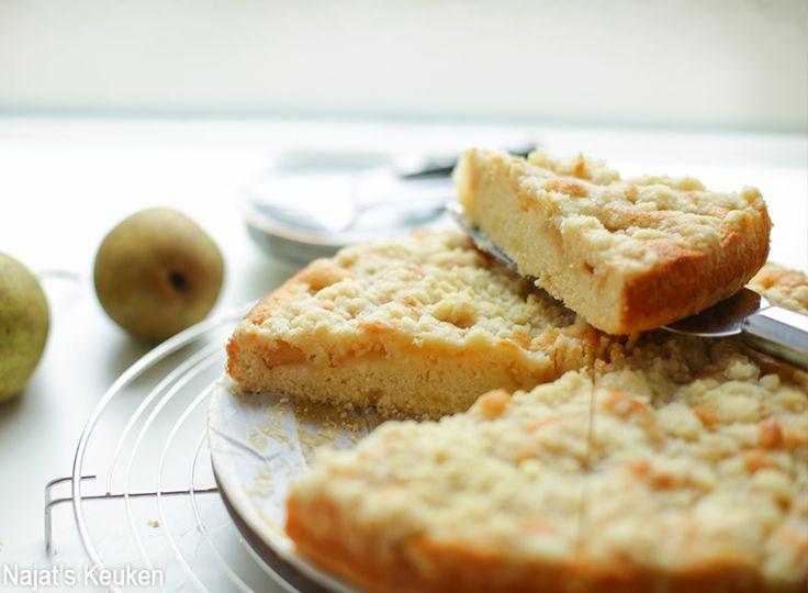 Deze kruimelige perencake is helemaal niet moeilijk te maken. Ik kan alleen maar redenen bedenken waarom jij deze perencake moet uitproberen want het is zo lekker en vol van smaak! Volgens mijn opa is het de lekkerste cake wat hij ooit heeft gegeten (82 jaar)! Enjoy making and baking! ♥ Bakvorm: 24 bij 24 cm8 tot