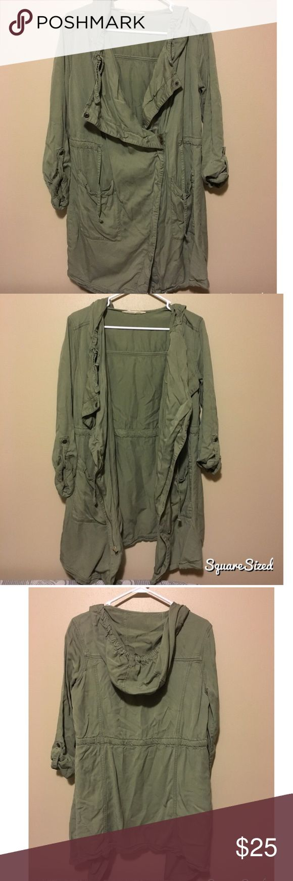 Thin parka jacket from Hollister Thin hooded parka from hollister in military green. Has pockets and zipper. Great for everyday outfit. Hollister Jackets & Coats Utility Jackets