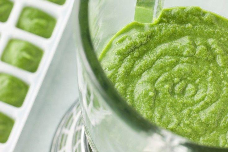 Hoe slim is dit idee: maak een keer per week een flinke hoeveelheid van deze superhealthy groene smoothie, giet 'm in een vorm en ontdooi elke morgen een paar blokjes. Nu heb je helemaal geen reden meer om niet of ongezond te ontbijten en/of snacken! Doe de ingrediënten in een blender container en mix tot …