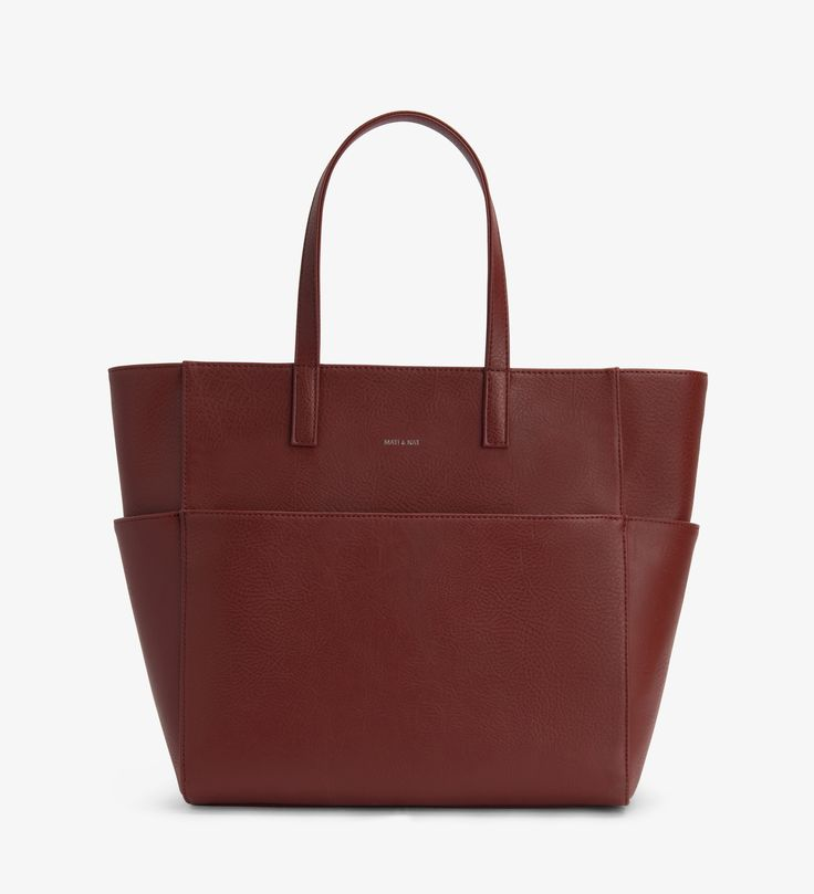 Matt and Nat Vegan Leather Tamara bag in Henna. Oversized tote with magnetic snap closure. The lining of Matt and Nat's bags is made out of recycled plastic bottles!
