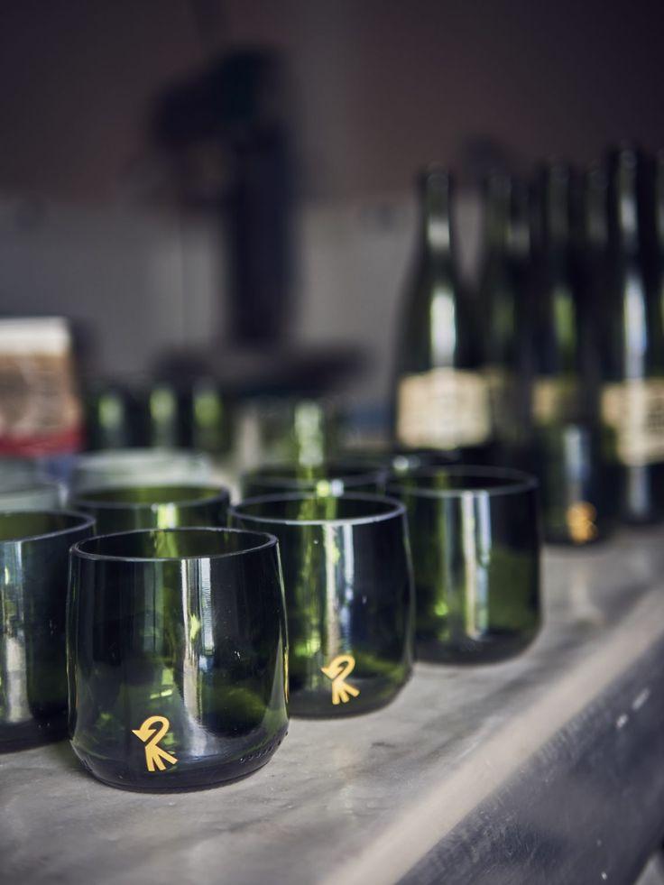 En el restaurante Celler de Can Roca (Girona), Elena Portillo ha elaborado vajillas de lujo con botellas recicladas, entre ellas, las de Vichy Catalan 1881.