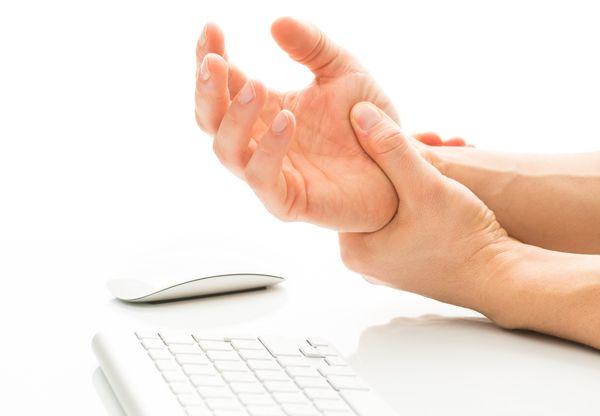 Psoriasisartrit är en kronisk ledsjukdom där många drabbade får vänta länge på diagnos och behandling. Men kunskapen om sjukdomen är dålig.  Vad känner du själv till om psoriasisartrit?Vad vet du om psoriasisartrit? Läs den här artikeln i Kurera, och gör även vårt test om du har symtom som liknar psoriasisartrit (till exempel övertrötthet, stelhet, rörelsesmärta, vilosmärta). Här finns testet: http://www.netdoktor.se/har-du-psoriasisartrit