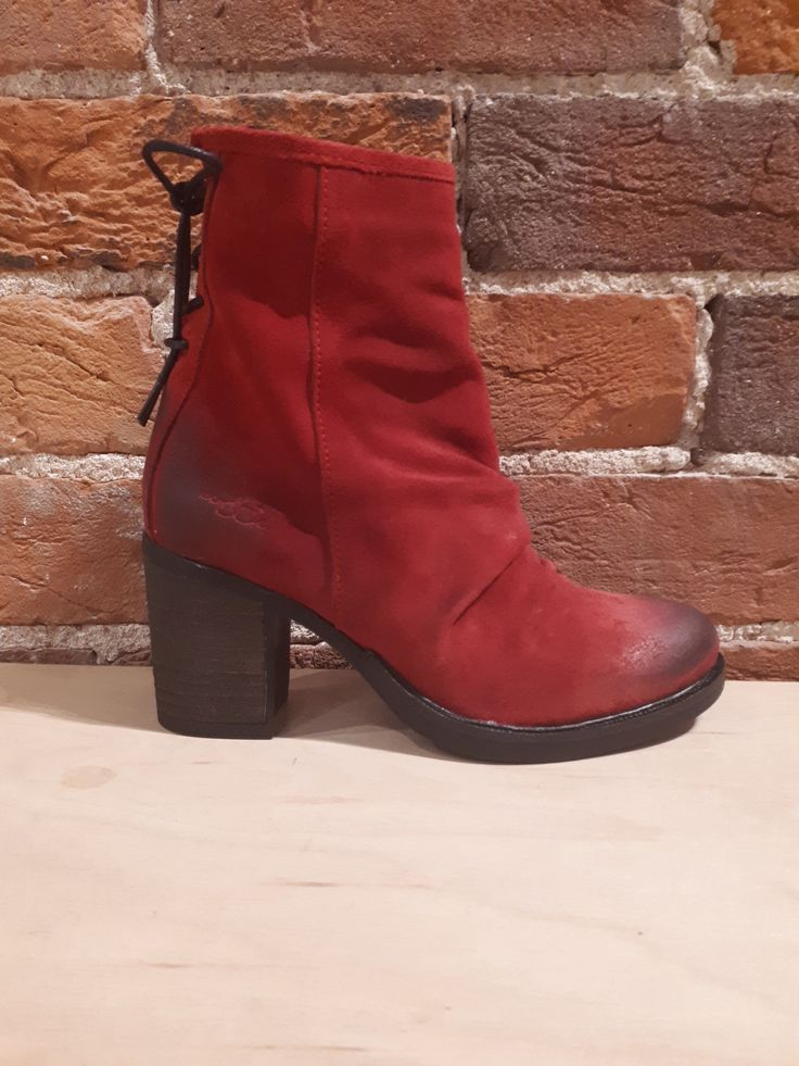 BOS & CO. - BARLOW IN RED