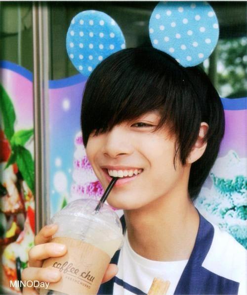 How sweet his smile :O - JR NU'EST