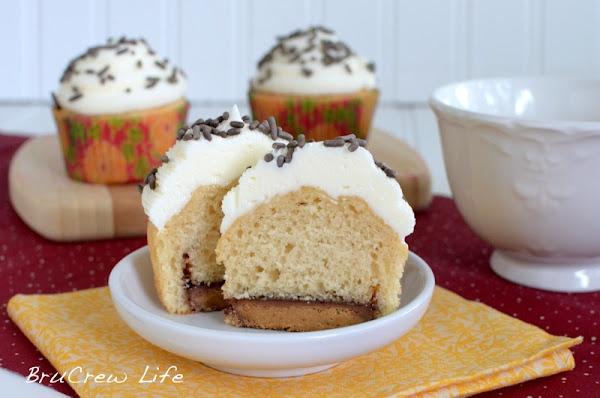 Inside BruCrew Life: Reeses Fluffernutter Cupcakes: Cakes Mixed, Reese Fluffernutt, Peanut Butter Cupcake, Cupcake Recipe, Marshmallows Butter, Fluffernutt Cupcake, Brucrew Life, Hidden Peanut, Ree Fluffernutt