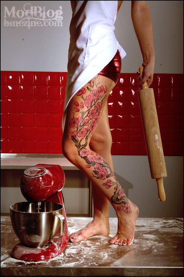 floral-leg-sleeve. wow... not usually a fan of all-over leg tatts but this one just might change my mind...