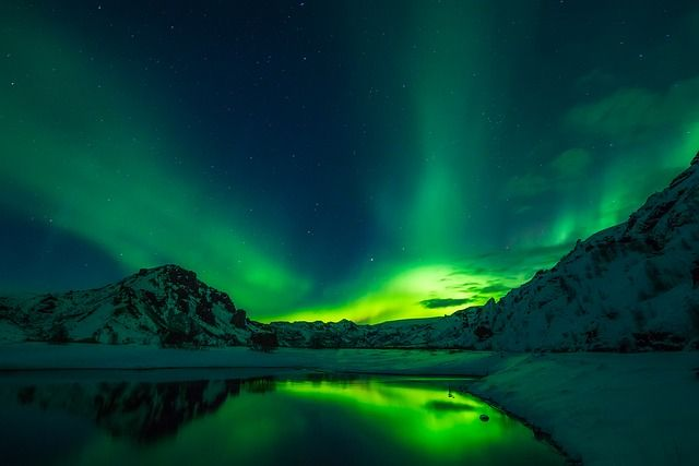 If one of your biggest dreams is to see an Aurora Borealis in real life, maybe this winter will be the perfect time! Discover my top 5 countries to see northern lights, as well as the best tips to get the most out of this breathtaking natural show.