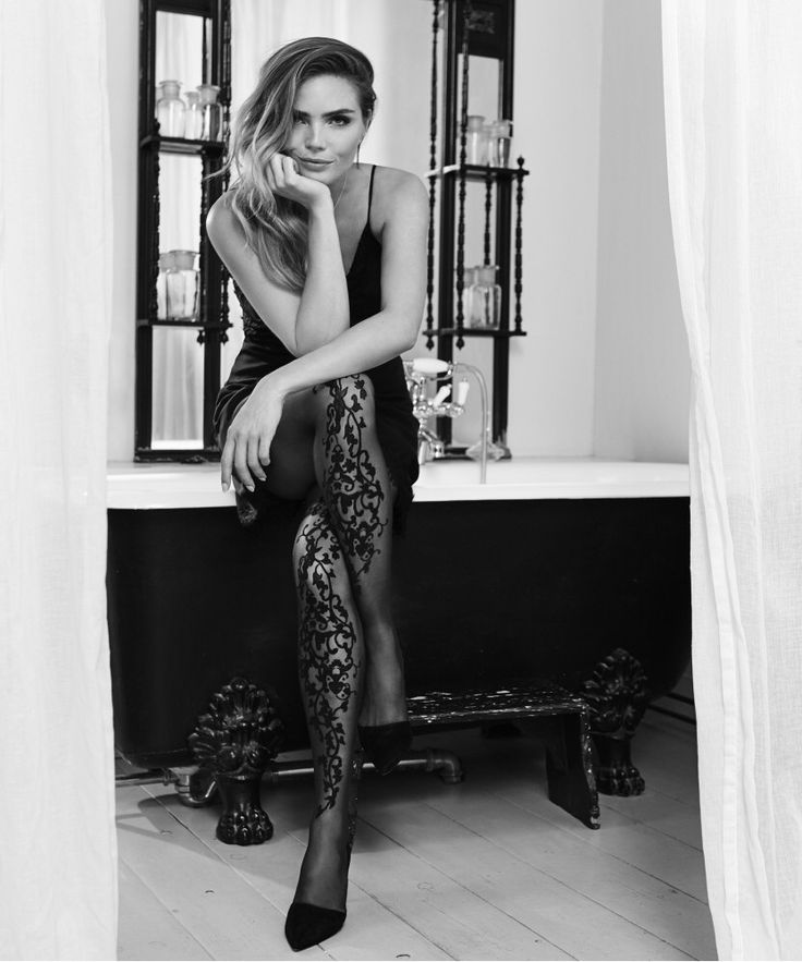 This season fashionable hosiery is an absolute MUSTHAVE! Get yours from @hunkemoller today