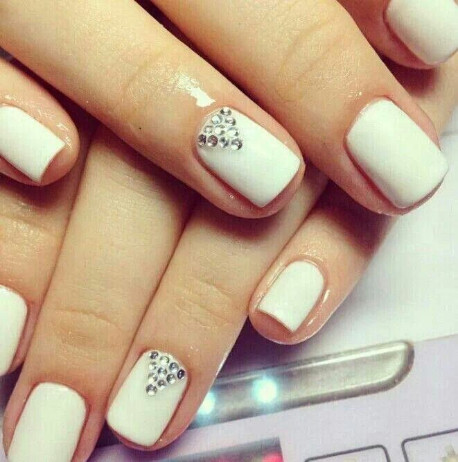 Simple but truly elegant looking nails made with shellac. They also have several triangular crystals set.