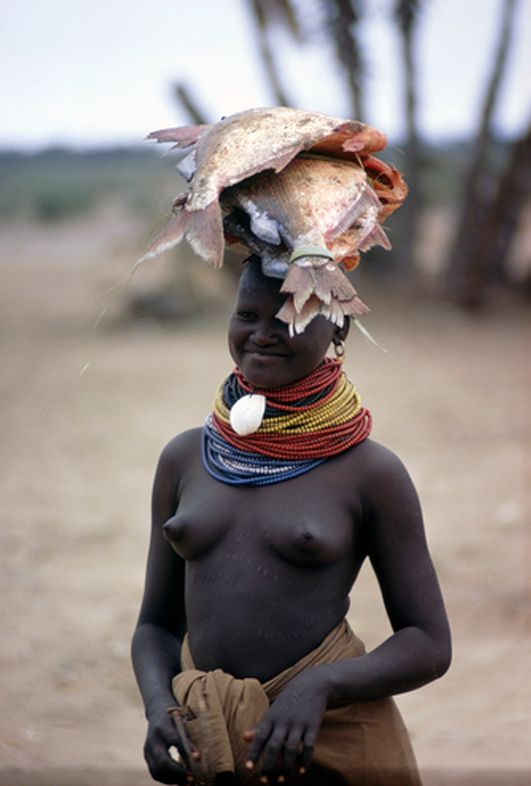 Africa | A Turkana woman carries fish caught in the nearby lake, on her head.  Near Lake Rudolf, Kenya | ©Bruce Dale, National Geographic