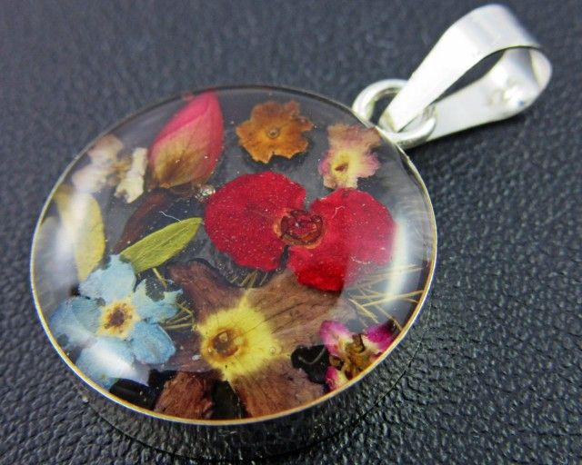 PRETTY FLOWERS SILVER PENDANT   GTJA 147  SILVER FASHION PENDANT  JEWELLERY, FROM JEWELLERYAUCTIONS.COM